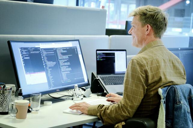 Christopher Kvarme kjører macOS og har derfor tilgang til å bygge iOS apper med Xcode. Foto: Ole Petter Baugerød Stokke