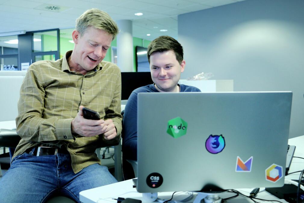Christopher Kvarme og Vegard Norvik er del av teamet som utvikler React Native-app for SOL. Foto: Ole Petter Baugerød Stokke