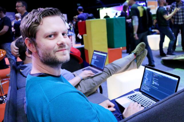 Sondre Olsen i EarlyWarning Solutions skriver mye Java, og bruker helst IntelliJ. Det er han slettes ikke alene om i den norske bransjen. Foto: Ole Petter Baugerød Stokke