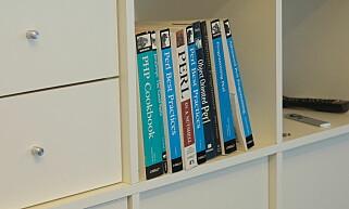 Perl-boka er fortsatt trygt plassert i hylla hos Linkpulse. Foto: Jørgen Jacobsen