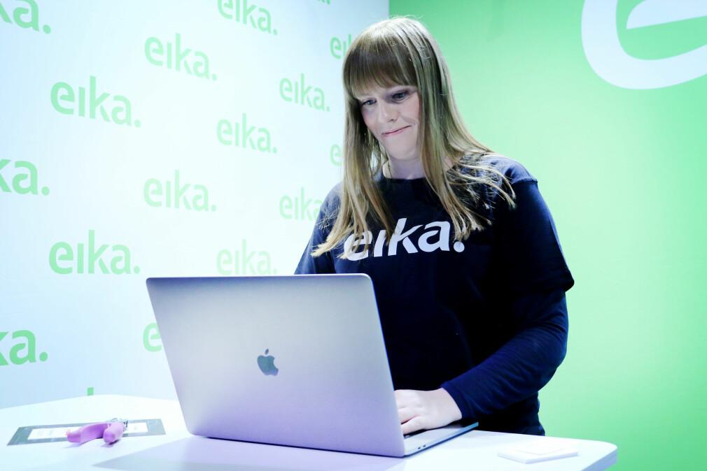 Utvikleren Isabel Vestli i Eika er fornøyd med Mac-en sin. Men norske utviklere flest bruker Windows. Foto: Ole Petter Baugerød Stokke
