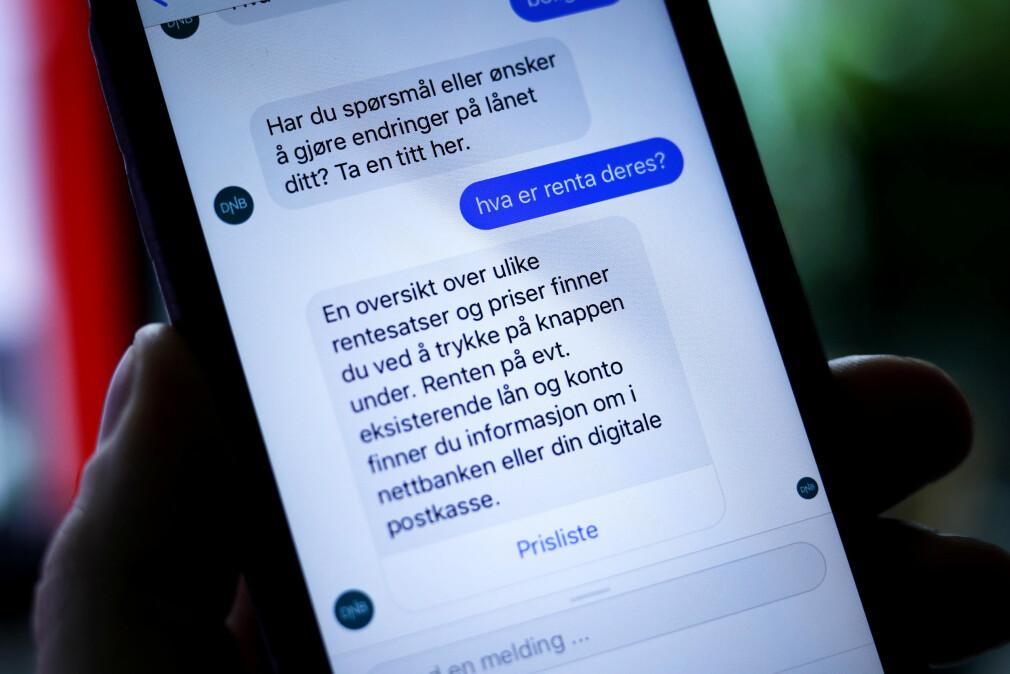 DNB er et av mange selskaper som har fått seg chatbot i Facebook Messenger. Tanken er å la robotene stå for de vanligste spørsmålene, så kundeservice kan konsentrere seg om mer krevende oppgaver. Og de fleste lar to norske selskaper lage robotene for dem. 📸: Ole Petter Baugerød Stokke