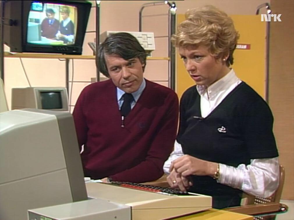 Bjarne Hope, senere skattedirektør, og Kirsten Schøyen Seterelv, kanalvert, ledet serien Datastart i 1984. Den er helt fantastisk. 📸: NRK