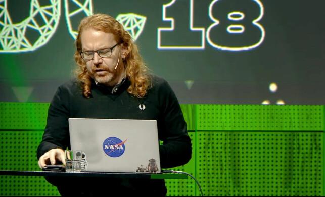 Christian Heilmann mener console.log er en langt dårligere løsning enn skikkelige debug-verktøy, og dessuten utgjør en potensiell sikkerhetsrisiko. 📸: TDC