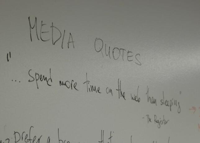 """""""Bruker mer tid på webben enn å sove"""", står det skrevet på veggen hos Vivaldi. Sjef Jon Von Tetzchner tror ikke webben forsvinner med det første. 📸: Jørgen Jacobsen"""