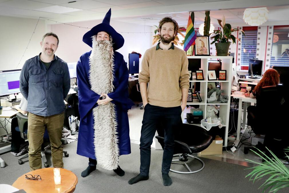 Direktør Jon Cato Lorentzen, utvikler Torstein Vien og spilldesigner Adrian Tingstad Husby i Krillbite lager nå studioets andre spill, Mosaic, med penger fra det første, Among the Sleep. 📸: Ole Petter Baugerød Stokke