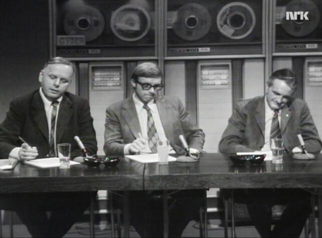 Folk så mye rett ned i bordet på TV i 1972, viser det seg. 📸: NRK