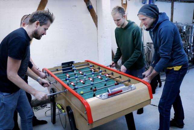 Utviklerne i Sanity bruker trikkestallen til å kode. Og spille foosball. Og brygge øl. Og arrangere meetups, som Jamstack-meetupen de nylig hadde om Gatsby-løsningen deres. 📸: Ole Petter Baugerød Stokke