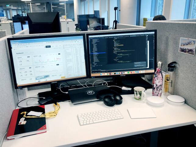 Slik ser pulten til Anlaug Underdal i Airthings ut, med Mac og IntelliJ. 📸: Privat