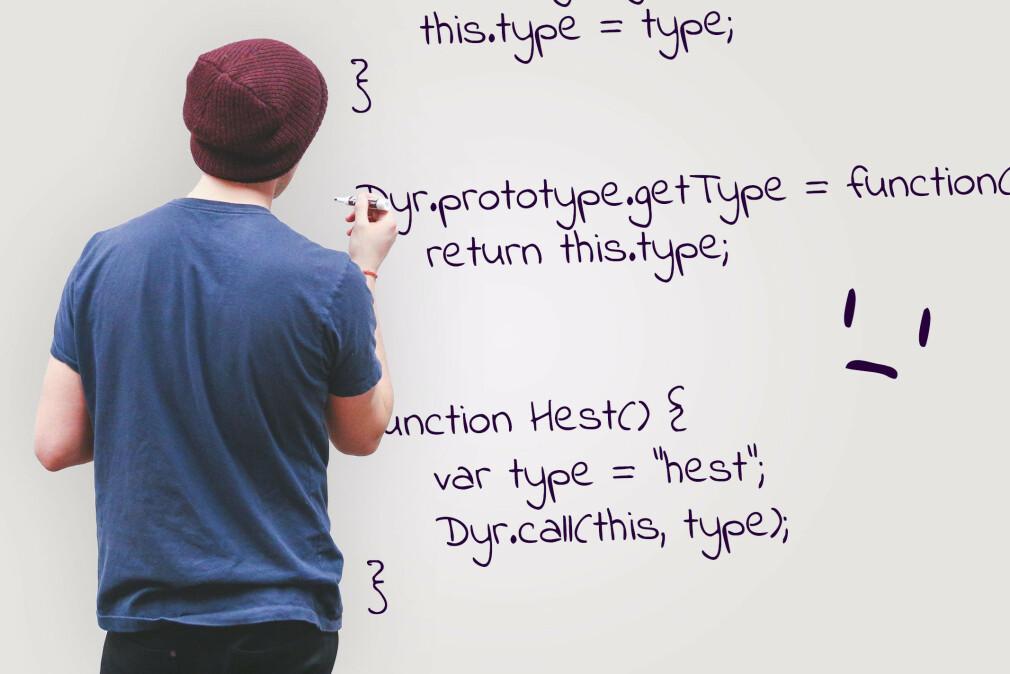 Prototyper på JavaScript-objekter var blant temaene våre lesere slet mest med. 🎨: Ole Petter Baugerød Stokke / Unsplash