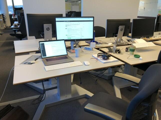 Slik ser pulten til Vegard Aasen ut når han sitter hos Posten/Bring. 📸: Privat