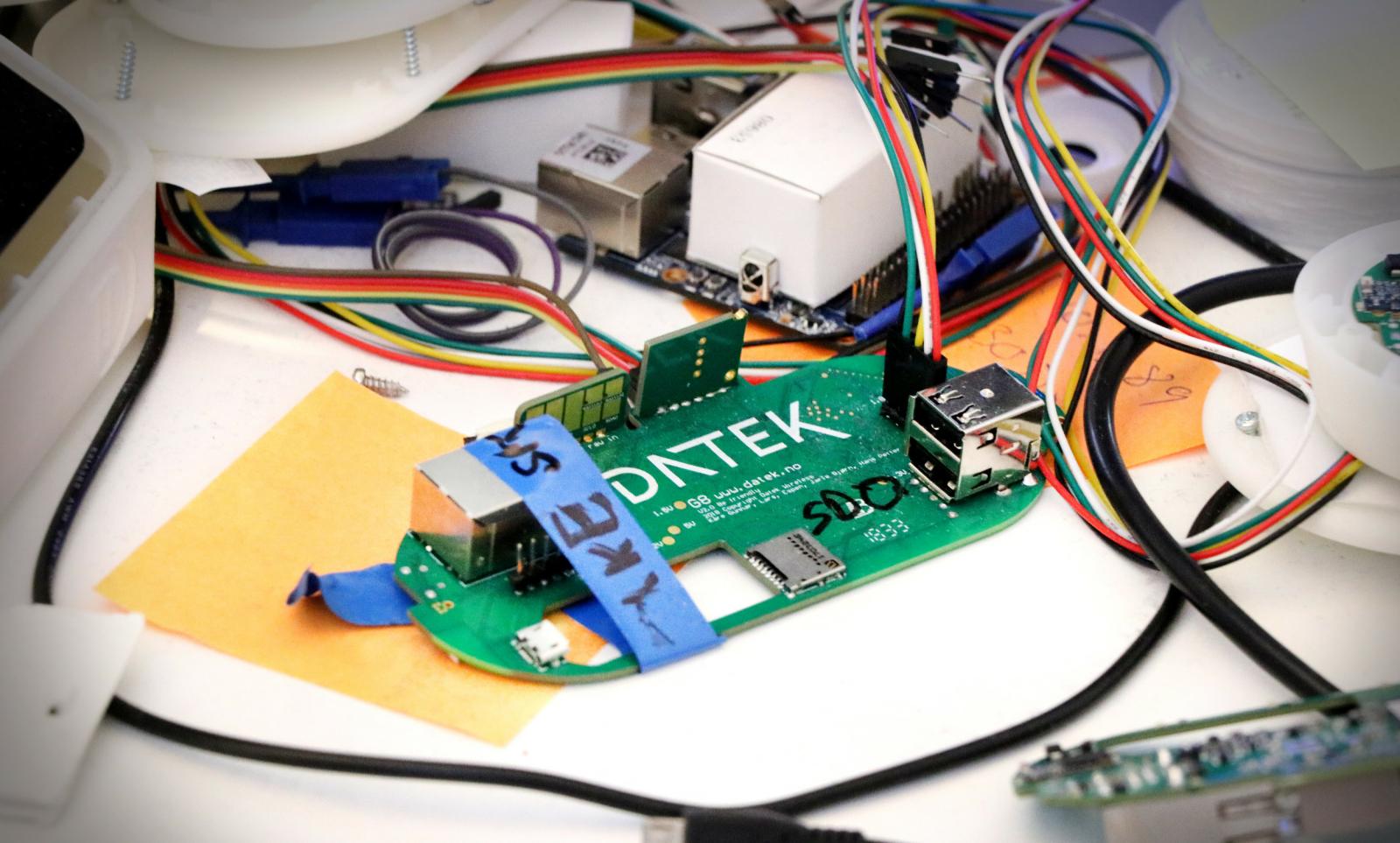 Datek-gjengen lager egne små Linux-baserte maskiner som de blant annet bruker til Gateways. 📸: Jørgen Jacobsen