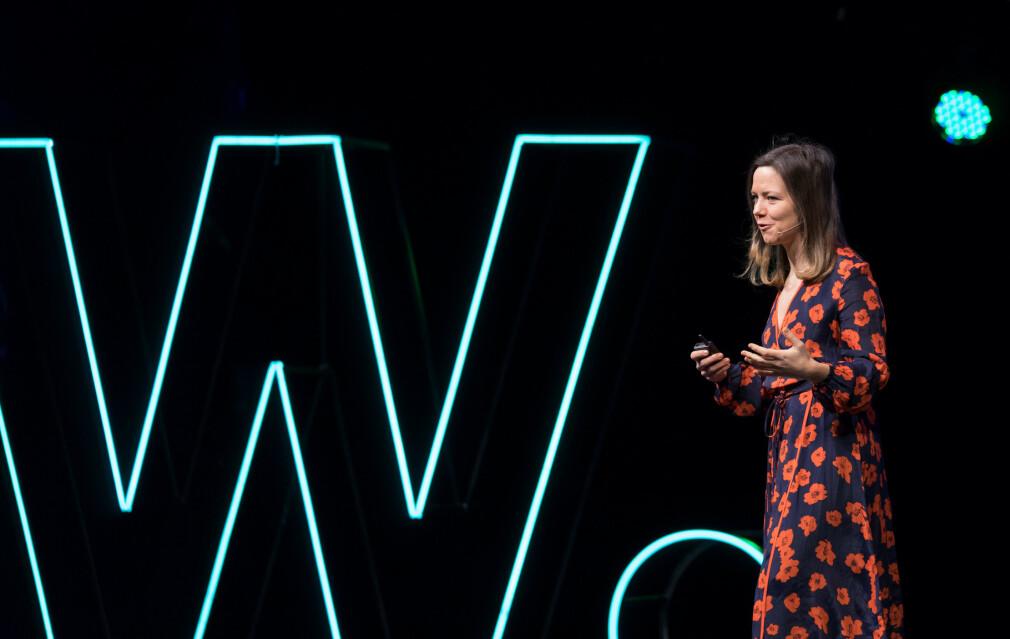Ida Aalen holder selv innlegg på utviklerkonferanser, og skulle ønske enda flere kvinner og andre fra underrepresenterte grupper gjorde det samme. <br>📸: Awwwards