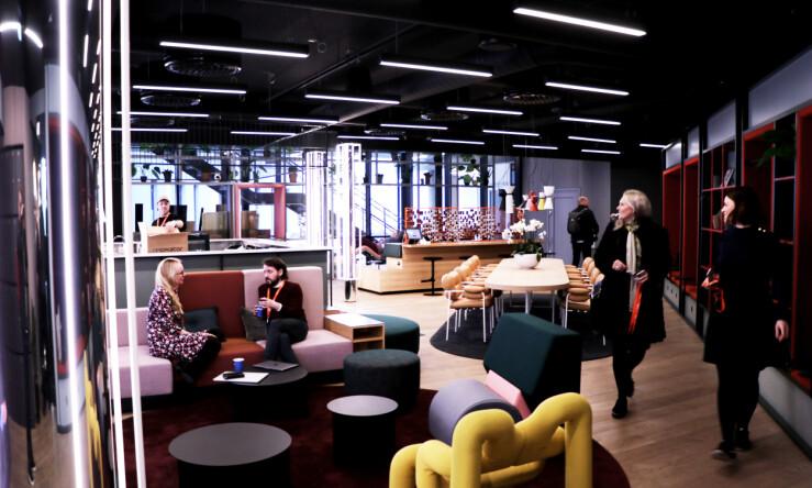 Inngangspartiet til Vipps er fortsatt under utvikling. Til venstre skal det komme en slags kaffebar forteller kommunikasjonssjef Hanne Kjærnes. 📸: Jørgen Jacobsen