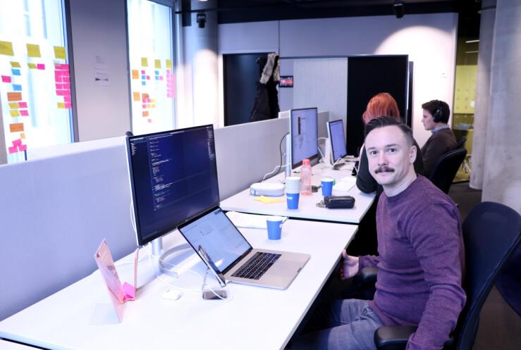 Henrik Holmsen er senior iOS-utvikler hos Vipps. 📸: Jørgen Jacobsen