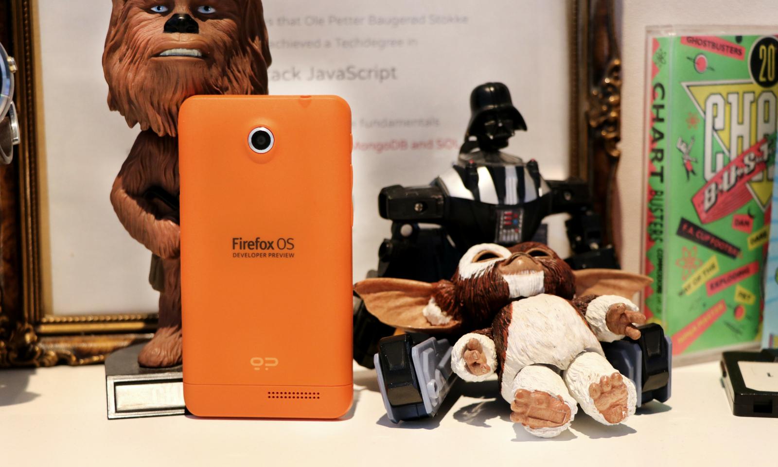 Geeksphone Keon var en nydelig liten oransje telefon som kjørte Firefox OS. Dessverre har batteriet est ut, og telefonen fungerer ikke lenger. 📸: Jørgen Jacobsen