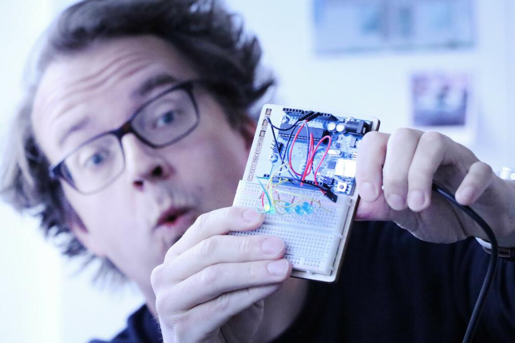 Sjekk disse LED-lampene, da. De blinker! Fordi jeg har kodet dem til å blinke. Arduino var gøy, men nå er det nok slutt. 📸: Jørgen Jacobsen