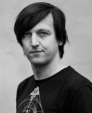 Bård Hole Standal jobber med grafikk hos NRK på dagtid, og lager spill på kveldstid. 📸: Privat