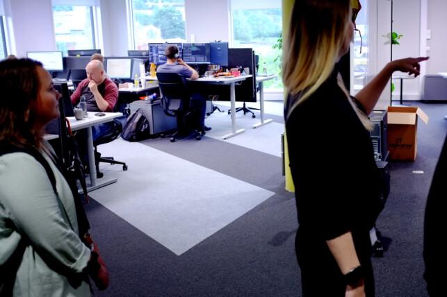 Utviklerne i tidligere Fast, som nå har flytta inn sammen med resten av Microsoft, er de eneste som får ha faste plasser i det nye Microsoft-bygget. I åpent kontorlandskap, vel og merke. 📸: Ole Petter Baugerød Stokke