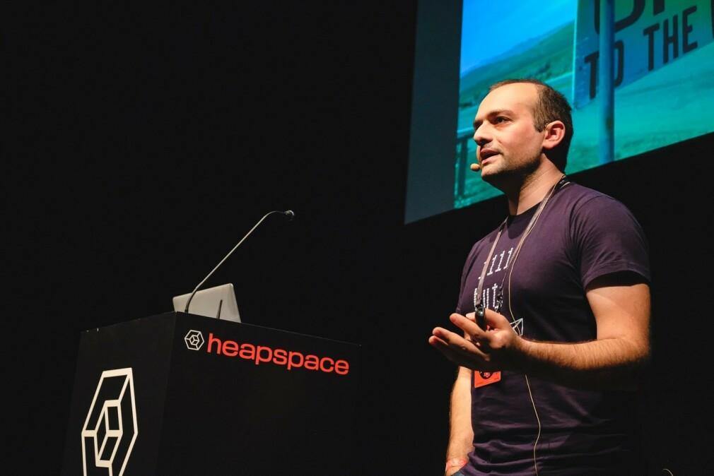 Rustam Mehmandarov er utvikler i Computas, men står også blant annet bak JavaZone og holder mye foredrag. 📸: Privat