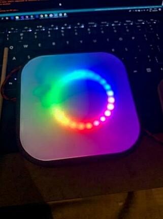 LED-lys i regnbuefarger slår aldri feil, men passer ekstra bra under Pride. 📸: Privat