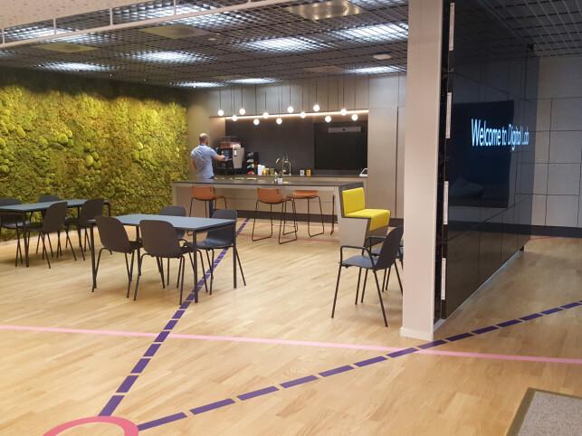 Kaffeområdet i Equinor med mose på veggen. 📸: Privat