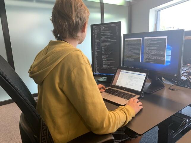 Igor på jobb hos ice. Han forteller at Python er favorittspråket. 📸: Privat