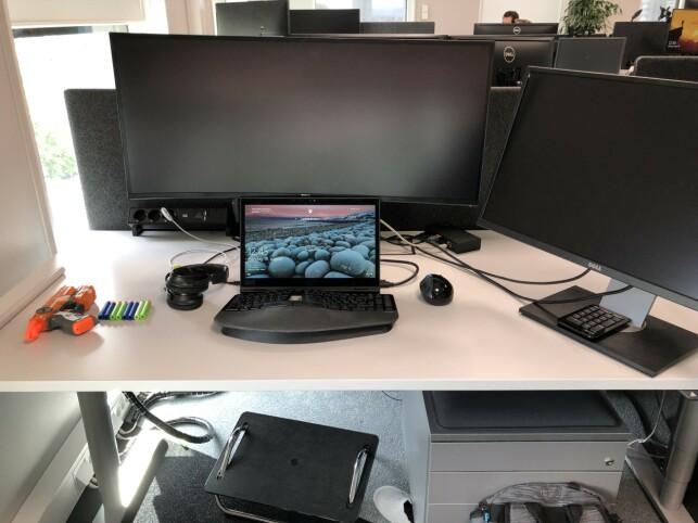 Den ryddige pulten til Cailin Smith i Microsoft : 📸 Privat