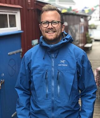 Erik Wendel er fagsjef for utviklerne i Bekk, men akkurat her står han på brygga i Henningsvær. 📸: Privat