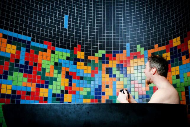 Da Christin Gorman skulle lage dette badet, skrev hun kode for å generere Tetris-designet på flisene. 📸: Privat