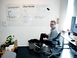 Her skisserer Jørgen det som skulle bli kodekrimmen forrige påske. Det var mye jobb, for oss begge, men ville tatt evigheter om ikke Jørgen dyttet ut kode først, og spurte etterpå. 📸: Ole Petter Baugerød Stokke
