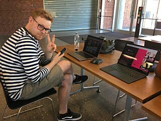 Her sitter Jørgen i kantina på IFI på Universitetet i Oslo og flikker litt på landssida som var kode24.no våren 2018. Vi hadde nettopp vært hos Startuplab, som Aller Media eier deler av. 📸: Ole Petter Baugerød Stokke