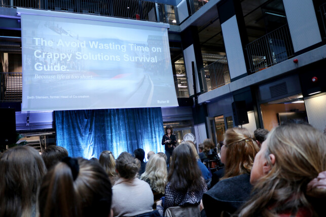 """Beth Stensen jobba med nye kundetjenester hos Ruter, hvor målet var å slutte å lage """"drittløsninger"""", som du ser. En av disse var rutetabeller på PDF. Stensen er nå designsjef i Netlife. 📸: Ole Petter Baugerød Stokke"""