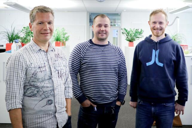 Yr-utviklerne Sigbjørn Trageton, Tommy Skarateppen og Andreas Thomassen jobber i NRK-bygget på Marienlyst. 📸: Pernille Johnsen