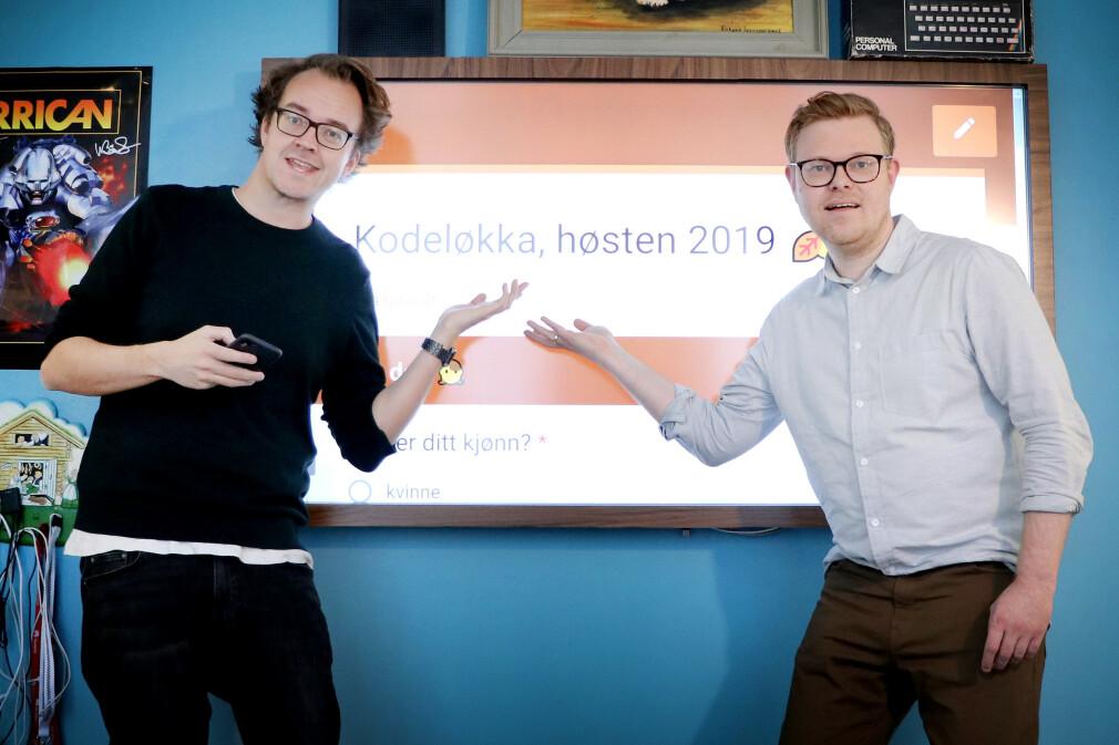 Her prøver vi å gi deg skikkelig lyst til å svare på Kodeløkka-undersøkelsen vår. Håper de inviterende gestene våre funker. 📸: Ole Petter Baugerød Stokke