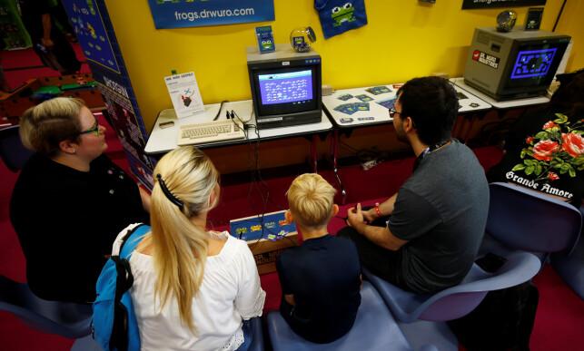 Selv om Commodore 64-maskinen nærmer seg 40-årsjubileum har den fortsatt et aktivt miljø. Her fra spillmessen Gamescon i Køln. 📸: Scanpix / Wolfgang Rattay