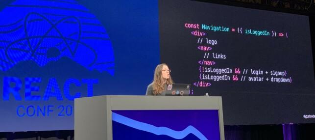 Jenn Creighton skolerer oss i API-design. 📸: Kristofer Giltvedt Selbekk