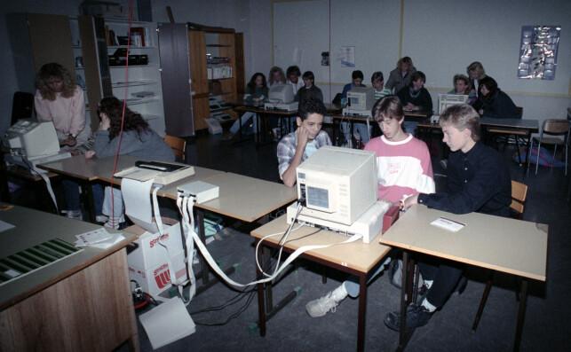 """Data i skolen. Her datamaskiner i bruk i klasserommet hos 6. klasse på Linnerud skole. Tre unge gutter ved datamaskin."" 📸: Morten Holm / NTB Scanpix"