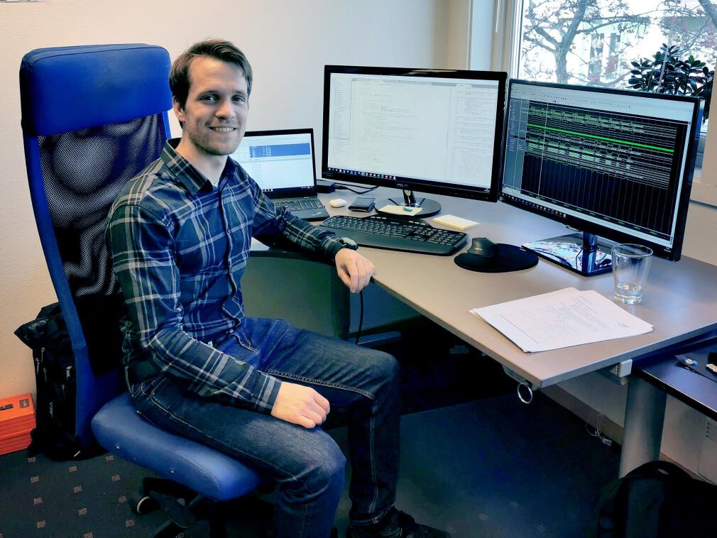 """""""Jeg sitter ofte ute hos kunde, men dette er plassen min på hovedkontoret i Asker"""" forteller André Firing i Inventas. 📸: Privat"""