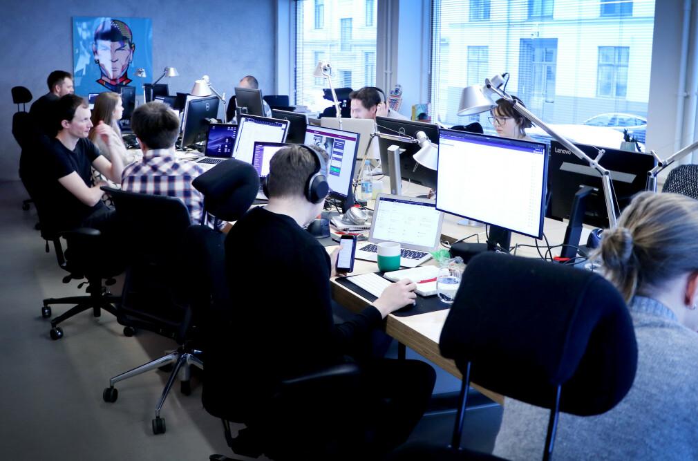 63 prosent av norske utviklere bruker Slack. Og var det noen tvil, er epost ut for lengst. Her fra Nettbureau sine lokaler i Oslo. 📸: Jørgen Jacbosen