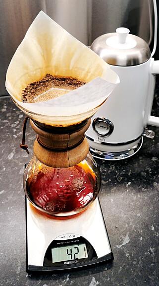 """""""Chemex-en er velbrukt i kaffeklubben, jeg syns den lager fantastisk god kaffe"""" forteller Kristoffer Rene Eckhoff. 📸: Privat"""