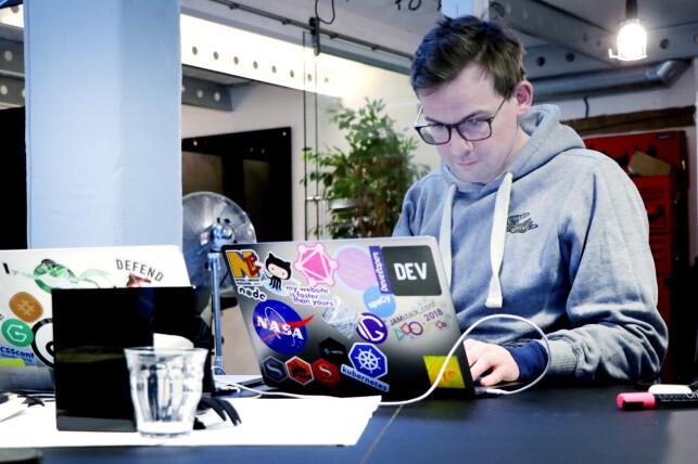 Knut Melvær er en engasjert webutvikler, og ble overraska da han så køsystemet til Elkjøp. I jobben hos Sanity ser han nettbutikker som takler mange ganger så høy trafikk uten problemer. 📸: Ole Petter Baugerød Stokke