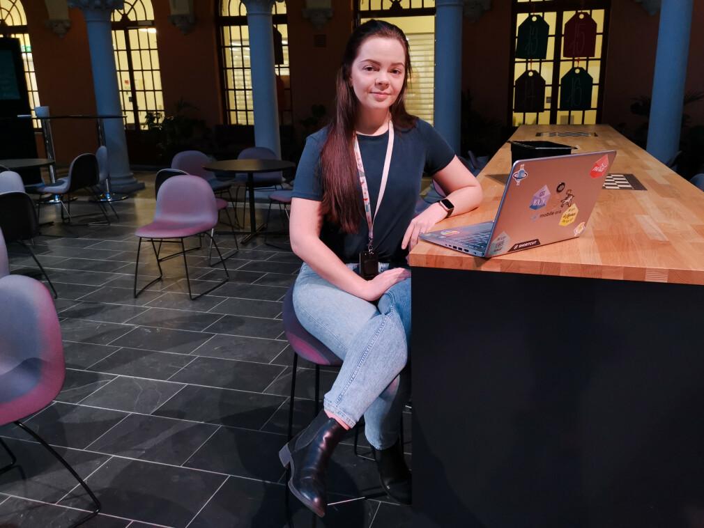 - Jeg hadde ikke skrevet en eneste linje kode før jeg starta på studiet, forteller student Ingrid-Alice Bløtekjær på Høyskolen Kristiania. 📸: Privat