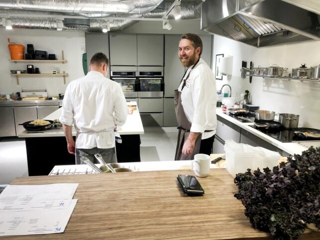 Når man jobber i Godtlevert, som selger matkasser, møter man kokker på jobb. 📸: Privat