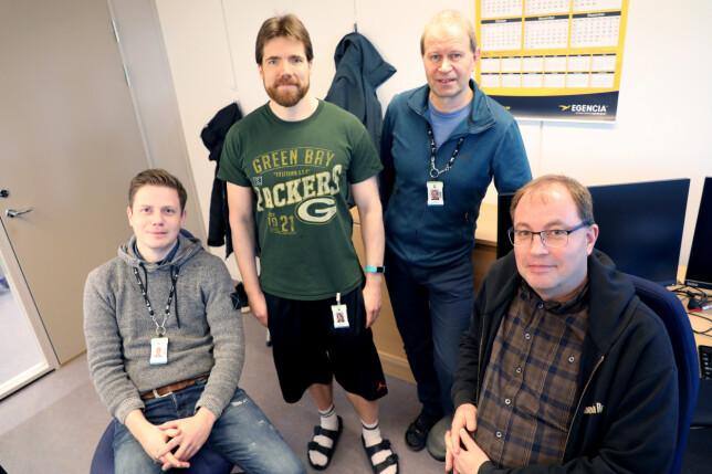 Systemutvikling-teamet i Kartverket, som har jobbet med matrikkel og grunnbok. Fra venstre: Alexander Solstad Larsen, Roar Ingebrigtsen, Erik Løvstakken og Jan Holmen. 📸: Kari-Beate Myhre, Kartverket
