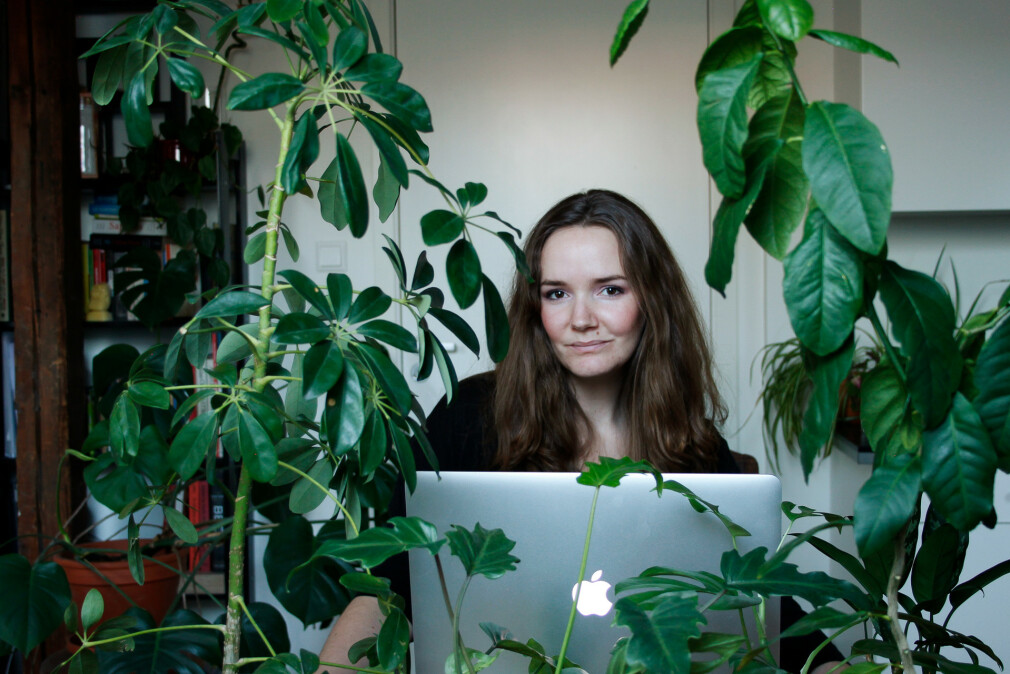 - Jeg har en greie for planter, og har rundt 100 i den lille loftsleiligheten min, forteller Elise Jakobsen i Jakobsen Frukt & Grønt. 📸: Privat