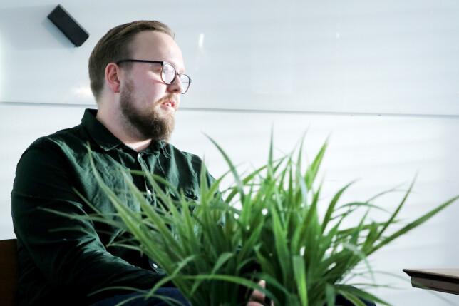 Kristofer Giltvedt Selbekk liker å både teste og skrive om React-nyheter, men mener at det ikke er noe krav. 📸: Ole Petter Baugerød Stokke