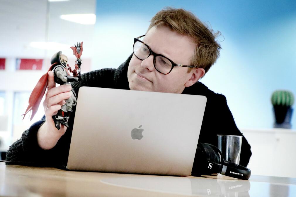 Jørgen Jacobsen drømmer seg ofte bort i videoer om YouTube-ere som samler på He-Man-figurer. 📸: Ole Petter Baugerød Stokke