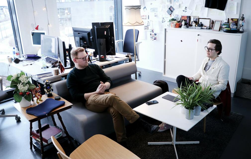 Fagredaktør Jørgen Jacobsen og iOS-utvikler Petter Holstad Wright på kode24-kontoret. Vi hadde noen tusen spørsmål. 📸: Ole Petter Baugerød Stokke