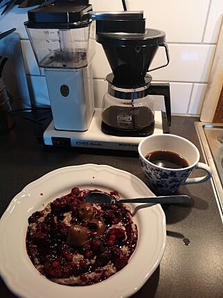 """""""Klar för dagen 9.00 med en kopp kaffe (viktigt!) och frukost framför datorn."""" 📸: Privat"""